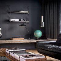 Гитара и глобус в декорировании комнаты молодого парня