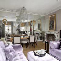 Зеркальная стенка в комнате с необычным дизайном