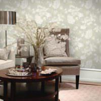 Цветочные мотивы на обоях в гостиной