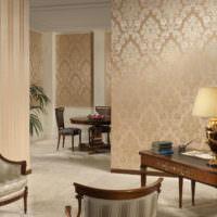 Сочетание различного орнамента на обоях в гостиной