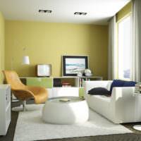 Уютная гостиная с оливковыми стенами в городской квартире