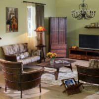 Оливковые стены и шоколадно-коричневая мебель в гостиной