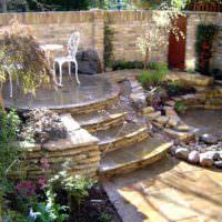 Площадка для отдыха из природного камня