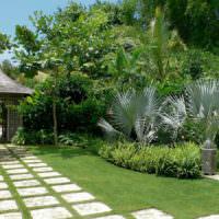 Дорожки из плит на садовом участке