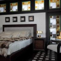 Контраст белого цвета на фоне черного интерьера спальни