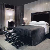 Кожаные пуфы в темной спальне