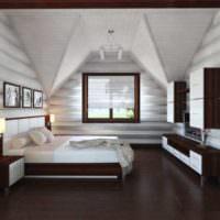 Белый потолок и коричневый пол в спальне загородного дома