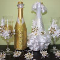 Золотой цвет в декоре свадебных бутылок