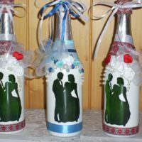 Силуэты жениха и невесты на свадебных бутылках