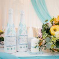 Праздничное оформление свадебных бутылок