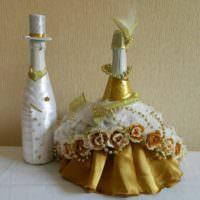 Богатое платье на бутылке шампанского для невесты
