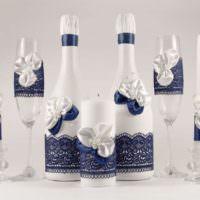 Сиреновые кружева в декоре шампанского для свадьбы