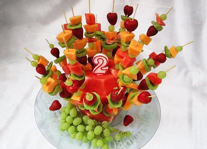 Канапе из фруктов для праздничного стола на день рождения ребенка