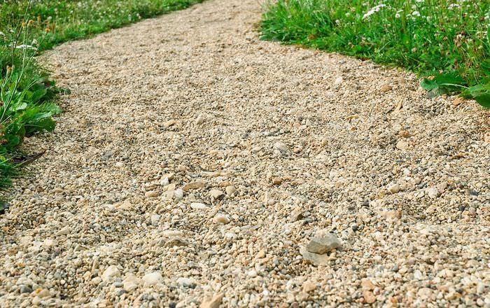 Садовая дорожка из мелкого гравия