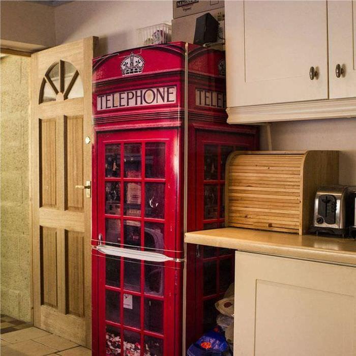 Декор холодильника своими руками под телефонную будку
