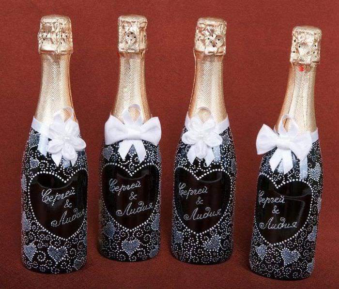 Бутылки шампанского с именами молодых к свадьбе