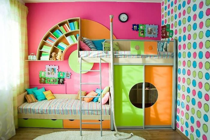Интерьер детской комнаты с двухэтажной кроватью