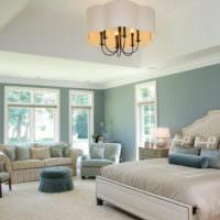 Светлая спальная комната с мятными стенами
