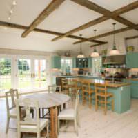 Кухонная мебель с мятными фасадами в интерьере гостиной-столовой