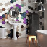 Мозаика из шестиугольной керамической плитки в дизайне санузла