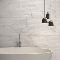 Мозаика в ванной из длинных полосок