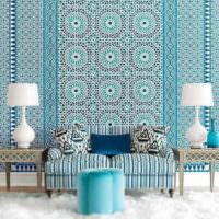 Восточные мотивы в мозаике над диваном