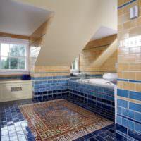 Персидский ковер из мозаики на полу в ванной