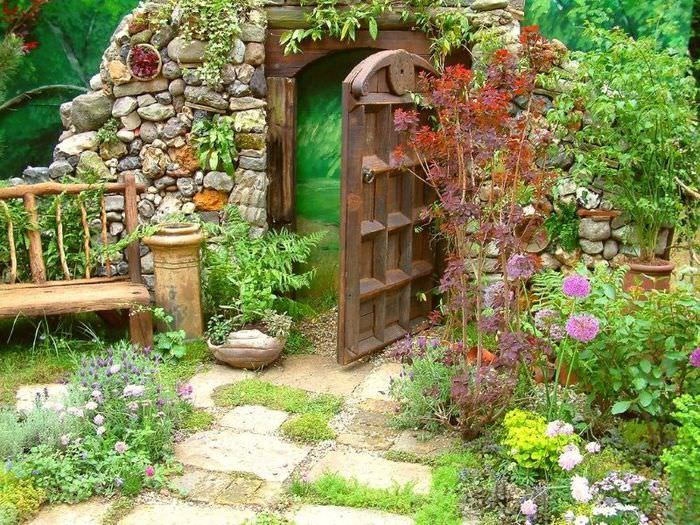 Оформление садовой калитки в стиле кантри