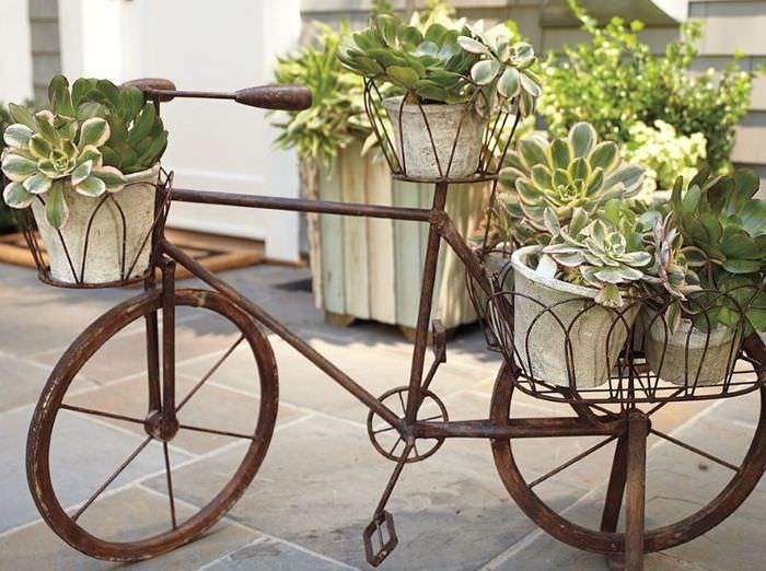 Клумба для цветов из старого велосипеда