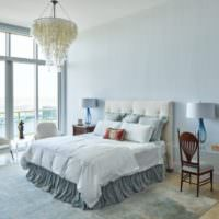 Спальня в голубых тонах деревенского стиля