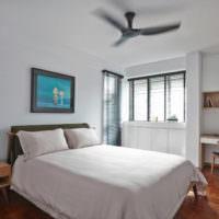 Жалюзи на окнах спальни в стиле минимализма