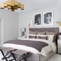 Серо-белый текстиль на кровати молодоженов