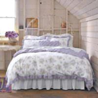 Оттенки фиолетового цвета в интерьере спальни
