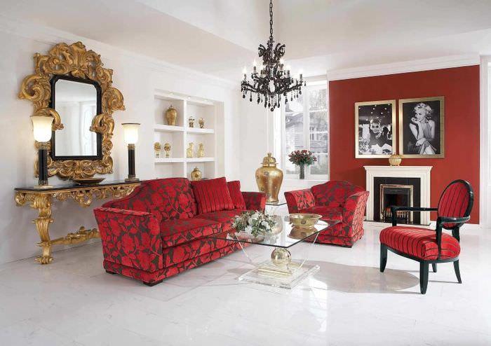 Оттенки красного цвета в модном интерьере гостиной с камином