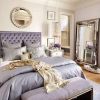 Лавандовый оттенок в оформлении классической спальни