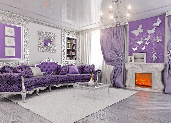 Лавандовый диван в интерьере классической гостиной