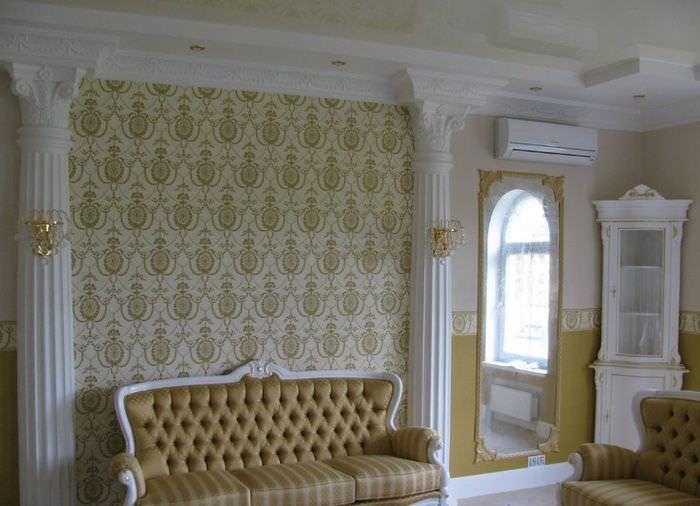 Гипсовая лепнина в оформлении гостиной комнаты