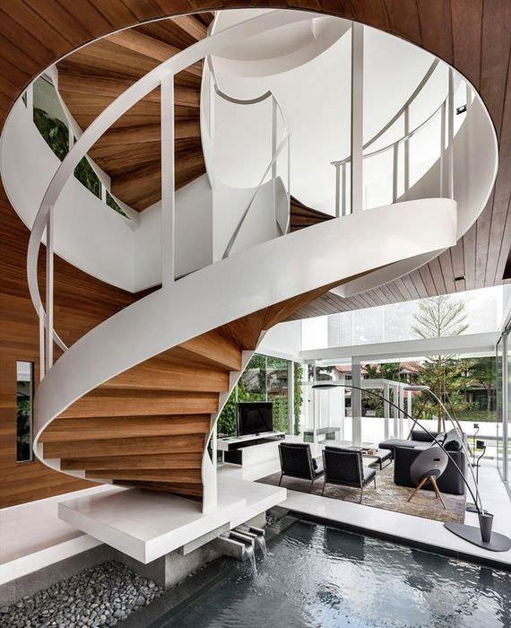 Фото лестницы на стальном каркасе со ступенями из досок