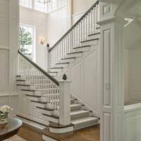 Дизайн лестницы в стиле прованс