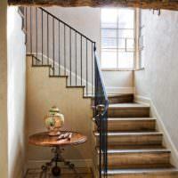 Лестница с деревянными ступенями под старину