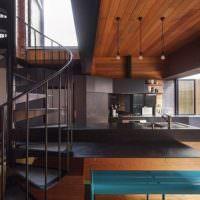 Черная лестница винтового типа из металла