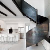 Винтовая лестница из металла без покраски
