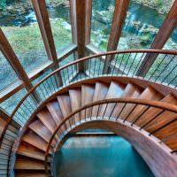 Фото сверху круговой лестницы
