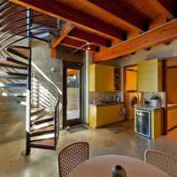 Винтажная лестница в холле частного дома