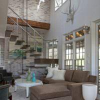 Лестница в интерьере современного загородного дома