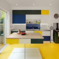 Яркий линолеум в дизайне кухни
