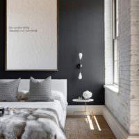 Черная стена за изголовьем кровати