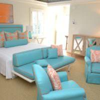 Сочетание оранжевого цвета с бирюзовым в спальне с модным дизайном