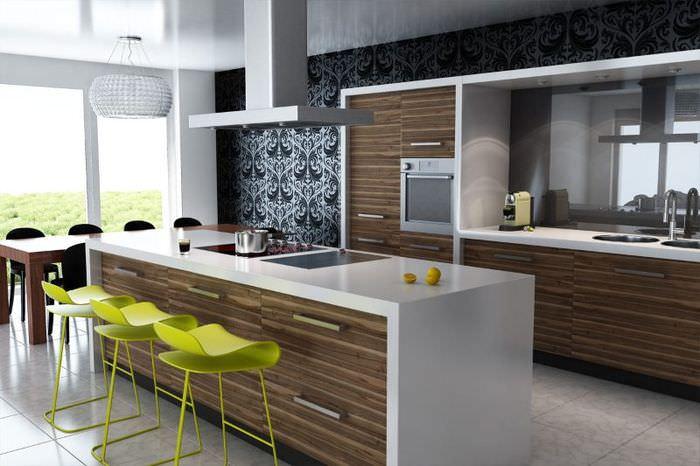 Яркие барные стулья в модном интерьере кухни-гостиной