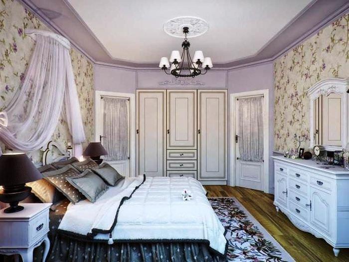 Спальня в стиле прованс с декорированием стен молдингами